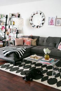 Amazing small living room decor idea for your first apartment 00006 ~ Home Decoration Inspiration First Apartment, Apartment Living, Cozy Apartment, Apartment Ideas, Apartment Furniture, Home Living Room, Living Room Decor, Living Spaces, Interior Desing