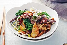 With a hint of sweetness and a touch of spice, this speedy beef and noodle stir-fry can be on the table in no time. Green it up with crunchy broccolini and bean sprouts, then finish it with a fiery chilli sambal.