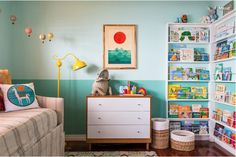 Wand im Kinderzimmer zweifarbig gestalten The… Design the wall in the children's room in two colors The post wall in the nursery two-tone shape appeared first on nursery. House Of Turquoise, Light Turquoise, Kids Bedroom Designs, Nursery Design, Big Girl Rooms, Boy Room, Kids Rooms, Chambre Nolan, Floor To Ceiling Bookshelves