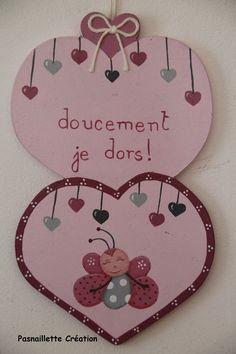 Articles similaires à SUR COMMANDE   Plaque de porte   Papillon et cœurs  rose tendre prune gris (cœurs doubles)