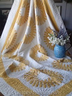 "Amazing! Vintage 30s Yellow & White Applique Wreath QUILT 82"" x 66""  | eBay"