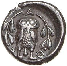 Triobolo - argento - Atene (ca.450/425 a.C.) - A-Θ-E civetta stante frontale, sui lati rami di ulivo - Münzkabinett Berlin