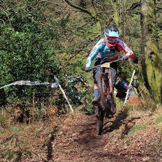It's #manualmonday and here's a great shot from Ryan Maynard Eames from the @uk_enduro_series at #triscombe this weekend, being chased down by @carleatspizza and @mtbshaun. We had two big days on the bikes with over 6600ft of climbing over the two days and my legs definitely know about it today!!