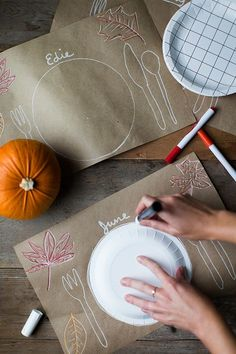 31 Thanksgiving Table Setting Ideas for Kids & Adults Diy Craft Table diy thanksgiving table crafts Thanksgiving Diy, Thanksgiving Table Settings, Thanksgiving Decorations, Table Decorations, Amusement Enfants, Decoration Entree, Kid Table, Holiday Fun, Holiday Ideas