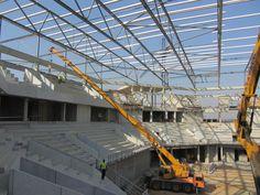 Foto da construção do pavilhão Luanda Arena, palco do Mundial de Hóquei em Patins 2013, em Angola, que contou com a participação da Ferpinta, ilustre patrocinador do Hóquei em Patins Sporting Clube de Portugal!