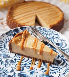 Taivaallinen suolainen kinuskijuustokakku – Salted Caramel Cheesecake | Kulinaari Salted Caramel Cheesecake, Cheesecake Recipes, No Bake Desserts, Vegan Desserts, Savory Pastry, Sweet Pastries, Piece Of Cakes, Sweet Cakes, Sweet And Salty