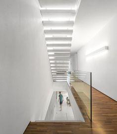 Gallery of White House / Studio - Marcio Kogan + Eduardo Chalabi - 4 Interior Stairs, Interior Architecture, Future House, Contemporary Kitchen Backsplash, Studio Mk27, Famous Interior Designers, Modern Tropical, Home Studio, House And Home Magazine
