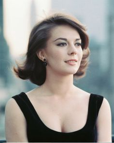 [This is the first of four essays on the career of Natalie Wood, and is part of a continuing series. The other three thusfar are: Natalie Wood: On the cusp (Part One); Natalie Wood: (P… Hollywood Glamour, Hollywood Stars, Classic Hollywood, Old Hollywood, Natalie Wood, Classic Beauty, Timeless Beauty, Divas, Non Plus Ultra