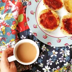 Shaking off the last shivers off the fringe flu the best way with a lazy morning and cosy breakfast.  #saturday #tea #breakfast #saturday #cosy #breakfastinbed #happy #happyspot #morning #yummy #yum