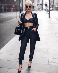 Micah Gianneli all suited up in her Pearl And Rubies blazer and pants. Runway Fashion, Fashion Models, High Fashion, Womens Fashion, Casual Outfits, Summer Outfits, Cute Outfits, Fashion Outfits, Look Short