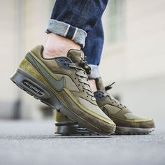 The Nike Air Max BW Premium Dark Loden is introduced and currently available at… Green Sneakers, Sneakers Mode, Best Sneakers, Air Max Sneakers, Sneakers Fashion, Nike Sneakers, Sneaker Outfits, Converse Sneaker, Puma Sneaker
