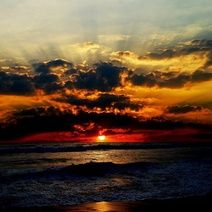 A beautiful photo of a sunset over the ocean. Beautiful Sunset, Beautiful World, Beautiful Beaches, Images Gif, Bing Images, Ocean Sunset, Ocean Night, Beach Sunsets, Ocean Beach