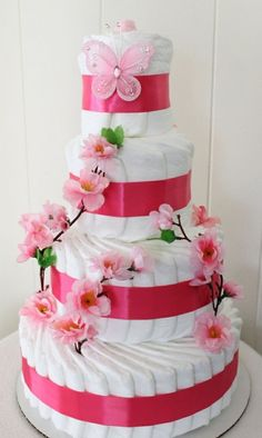 Diaper cakes - Tarta de Pañales - Baby Shower gifts and crafts Baby Shower Cakes, Deco Baby Shower, Shower Bebe, Baby Shower Diapers, Girl Shower, Baby Showers, Baby Shower Themes, Baby Shower Gifts, Baby Gifts