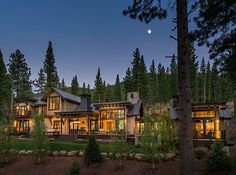 Gorgeous rustic wooded retreat with indoor-outdoor living in Martis Camp Mountain Home Interiors, Modern Mountain Home, Mountain Homes, Farmhouse Plans, Farmhouse Chic, Haus Am See, Lake House Plans, Tiny House Cabin, Loft House