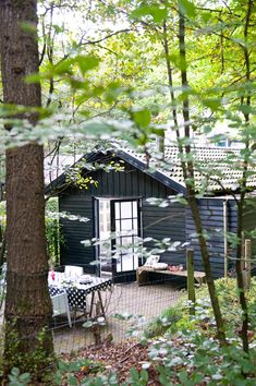 A LOVELY DUTCH HOME IN A FOREST | THE STYLE FILES ..[paint it black]