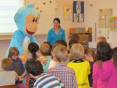 Muuvit mascot visiting a class