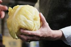 how to make your own sour cabbage Fermented Cabbage, Pickled Cabbage, Fermented Foods, Sour Cabbage, Cabbage Leaves, Canning Soup, Canning Recipes, Sauerkraut Recipes, Cabbage Recipes
