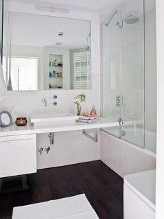 La conjunción del blanco y el negro también contribuyen a conseguir un baño de estilo moderno