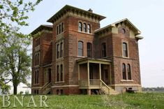 I love old houses, dream about how I would make them my own........Duncan manor Towanda Illinois