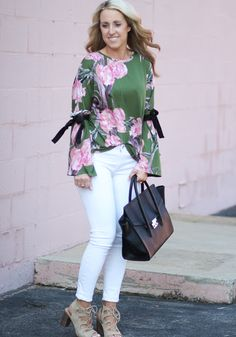 Two Peas in a Blog: Pretty Pink Floral Top Under $50 Pink Accents, Twin Sisters, Preppy Style, Pretty In Pink, Lifestyle Blog, White Jeans, Spring Fashion, Floral Tops, Clothes
