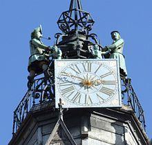 """Le Jacquemart de Dijon: horloge rapportée de Courtrai par Philippe le Hardi après la bataille de Roosebeke - Louis de Male implore en vain la clémence du roi pour Courtrai. Charles VI reste insensible. La population est soumise aux traitements les plus inhumains et la ville livrée aux flammes. Le duc de Bourgogne prit sa part du butin et fit transporter à Dijon """"un horoloige qui sonnoit les heures, un des plus beaux qu'on sût deçà ni delà mer"""" nous dit Froissart."""