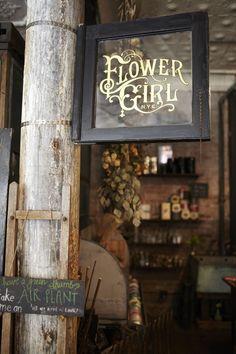 Flower shop window lettering inspiration: flower girl, new york Shop Signage, Signage Design, Restaurant Signage, Craft Markets, Shop Fronts, Store Displays, Store Signs, Display Design, Boutiques