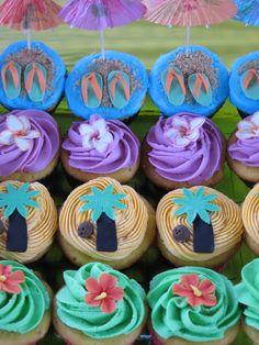 Luau Cupcakes- love the lower ones Luau Party Cupcakes, Hawaiian Cupcakes, Beach Cupcakes, Hawaiian Luau Party, Themed Cupcakes, Party Cakes, Hawaiian Theme, 25th Birthday Parties, Adult Birthday Cakes