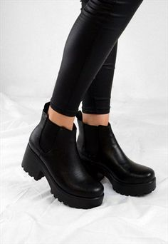 AVA CHUNKY GRIP HEEL BIKER STYLE CHELSEA ANKLE BOOTS BLACK