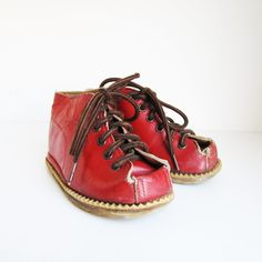 VINTAGE baby boots, via Etsy.