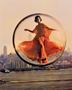 Harper's Bazaar « Bubble » Spring Collection, Paris, 1963 © Melvin Sokolsky