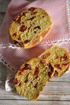 Pan de Tomates Secos y Albahaca Biscuit Bread, Pan Bread, Bread Recipes, Cooking Recipes, Pan Relleno, Deli Food, Cooking Bread, Pan Dulce, Yummy Cakes