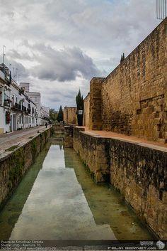Murallas de Córdoba - Puerta de Almodóvar - de las pocas originales que quedan #turismo #monumentos #fotografia  http://luzdomada.com/2012/10/murallas-de-cordoba-puerta-de-almodovar/   by felixbernet