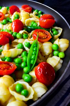 Healthy and tasty summer pasta with cherry tomatoes and fresh peas. Serve it warm or cold as a pasta salad. | giverecipe.com | #pasta #summer #cherrytomatoes #peas