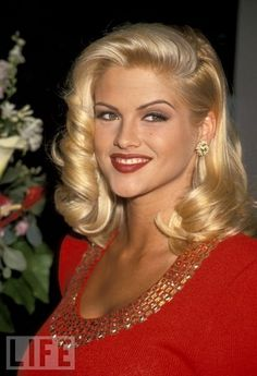 Anna Nicole Smith (Vickie Lynn Hogan) 1967 - 2007 Died of an overdose of prescription drugs. Anna Nicole Smith, Ann Nicole, Dannielynn Birkhead, Divas, Star Beauty, Celebs, Celebrities, Madame, Hollywood Glamour