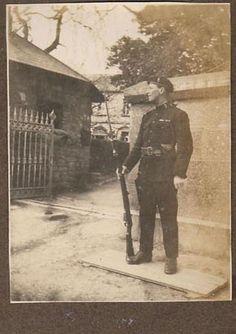 Auxilary Police Cadet Ireland 1921 Old Photos, Vintage Photos, Ireland 1916, Dublin Street, British Uniforms, Tans, Irish, Police, England