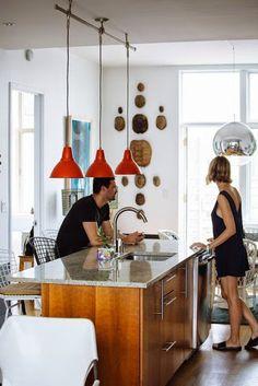Konyha és étkező szeparálása lámpákkal és bútorral (a bútor kevésbé jön be). 3 lámpa egy kiállásból