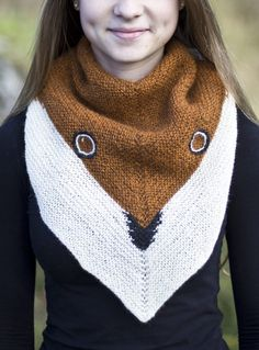 Free Knitting Pattern for Fox Shawl - Triangular shawl with a slight crescent shape knit in garter stitch with a fox face and colors. Designed by Linnea Ornstein. Available in English and Swedish. Knitting Patterns Free Dog, Knit Patterns, Free Knitting, Knitted Poncho, Knitted Shawls, Wooly Bully, Garter Stitch, Crescent Shape, Knitting Socks