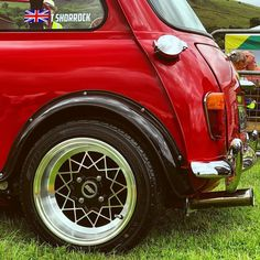 Austin Mini, Mini Morris, Mini Coopers, Classic Mini, Car Car, Vintage Cars, Photo And Video, Double Tap, Minis