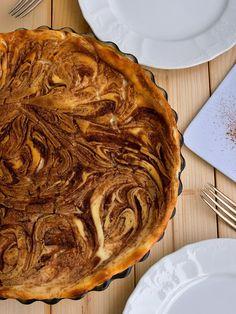 Miluju tvaroh, miluju skořici. Koláč, ve kterém se kombinuje obojí, jsem tudíž musela zkusit. A udělala jsem dobře! Na první pokus se trochu... Apple Pie, Food And Drink, Baking, Desserts, Recipes, Sweater, Apple Cobbler, Bread Making, Tailgate Desserts