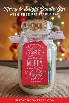 This super simple Merry and Bright Candle Gift idea is such a sweet way to dress up a candle for your Christmas gift giving. All you need is your favorite scented candle, ribbon, and the free printable gift tag! Neighbor Christmas Gifts, Cheap Christmas Gifts, Handmade Christmas Gifts, Neighbor Gifts, Xmas Gifts, Christmas Diy, Diy Gifts, Thoughtful Christmas Gifts, All You Need Is