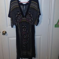 Cotton dress Super cute flowy cotton dress, perfect with cowboy boots! No trades. The tag doesn't specify a side, but fits like a large. Boutique brand. Dresses Midi