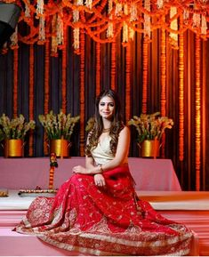 Boisterous Ludhiana Wedding of a Decorator Bride in Jaw-Dropping Looks Indian Bridal Outfits, Indian Bridal Hairstyles, Indian Bridal Makeup, Indian Dresses, Wedding Day Makeup, Bridal Makeup Looks, Bride Makeup, Simple Lehenga, Bridal Lehenga Collection