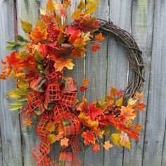 25 Gorgeous DIY fall door wreaths - Little Piece Of Me Thanksgiving Wreaths, Autumn Wreaths, Thanksgiving Decorations, Easy Fall Crafts, Fall Crafts For Kids, Autum Flowers, Fall Arrangements, Fall Door, Handmade Decorations