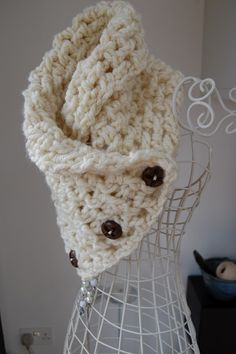 Lattice Crochet Neck Warmer. Free pattern just follow the links...even though I don't crochet haha