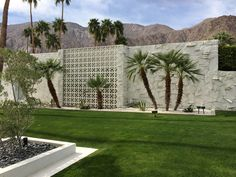 Awesome breeze block wall backyard inspiration ideas 28 - Curved garden edging may sound complicated, but it's a surprisingly effortless effect you may recreate yourself without much work! Moving a wall out a. Palm Springs Style, Palm Springs California, Modern Landscape Design, Modern Landscaping, Modern Design, Breeze Block Wall, Modernism Week, Modern Exterior, Building Design