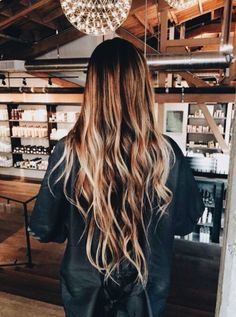 Hairstyle Inspiration – Michael Gray Hair - Hair and Beauty eye makeup Ideas To Try - Nail Art Design Ideas Messy Hairstyles, Pretty Hairstyles, Winter Hairstyles, Medium Hairstyles, Long Wavy Hair, Beach Waves Long Hair, Beachy Hair, Thin Hair, Dream Hair