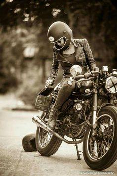 Motorcycles and Women - Bikes - Motorrad Cafe Racer Girl, Cafe Racer Style, Lady Biker, Biker Girl, Moto Design, Biker Photoshoot, Harley Davidson, Chicks On Bikes, Moto Cafe