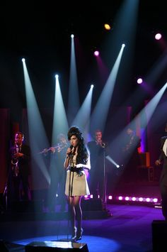 "Amy Winehouse on 'Parkinson' BEST performance of ""tears dry on their own"""