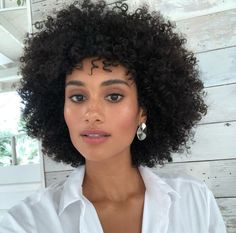 Women Hairstyles For Round Faces .Women Hairstyles For Round Faces Natural Hair Tips, Natural Hair Styles, Make Natural, Short Curly Hair, Curly Hair Styles, Afro Hairstyles, Bride Hairstyles, Hair Journey, Big Hair