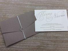Πρωτότυπα προσκλητηρια γαμου, μοναδικά σχεδια κ ιδιαίτερες υφές. Place Cards, Place Card Holders, Board, Sign, Planks